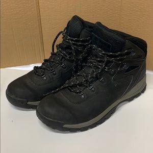 Columbia mens hi top black leather boots. 10.5 w